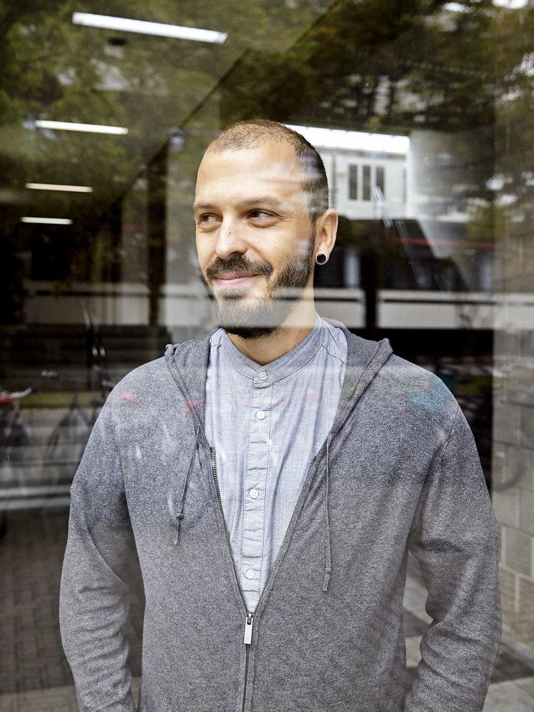 Portrait Mates Meza